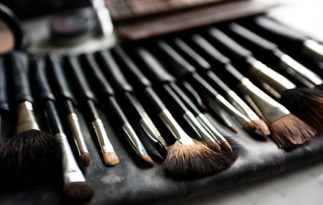 como-lavar-pinceis-de-maquiagem