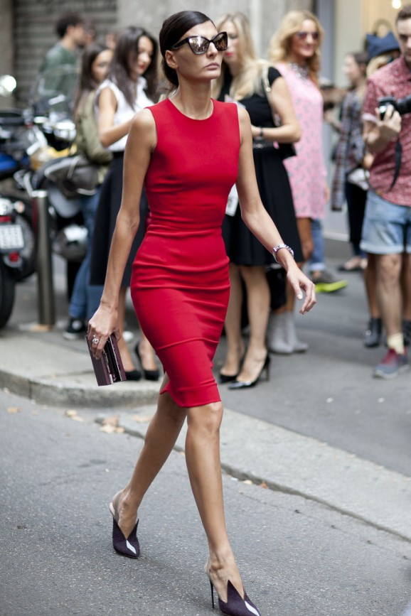 Giovanna-Battaglia-polished-lady-red-while-making-her-way-shows-682x1024