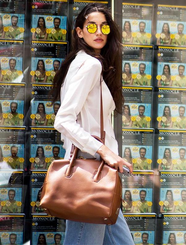 street-style-oculos-inspired-look-calca-jeans-bolsa-caramelo