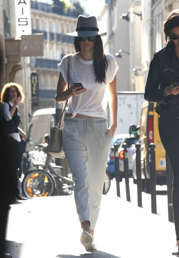 famosas-kendall-jenner-out-and-about-in-paris-2509_8