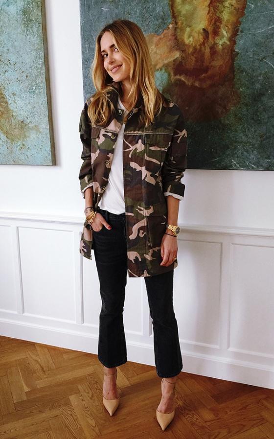 street-style-look-casaco-jaqueta-camuflada-tshirt-scarpin-nude